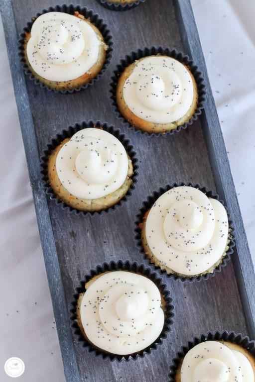 Zitronen-Mohn Cupcakes mit Frischkaese Frosting_Bild 01