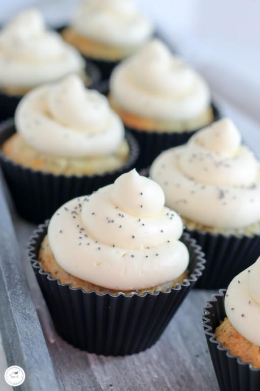 Zitronen-Mohn Cupcakes mit Frischkaese Frosting_Bild 02